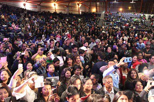 For Web-Hindi film star returns- A section of the crowd at Festival of India
