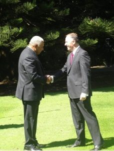 john-key-greets-bainimarama-at-the-government-house-web