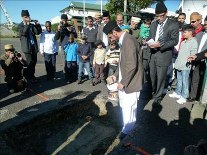 Ahmadiyyas dedicate new Mosque to humanity