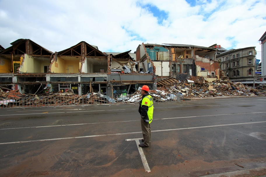 christchurch earthquake notes Tectonic hazards case study 2: christchurch discuss and make brief notes on your response to the image of the earthquake.